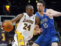 Los Lakers ganan 2-0 a los Magic en la final de la NBA